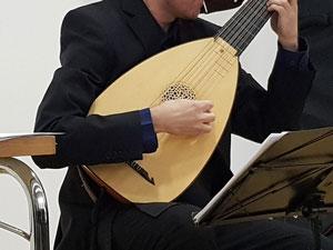 The lute played by Michal Gondko (Ensemble La Morra).
